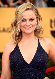 Amy Poehler channeled her inner bombshell with this sexy-wavy 'do teamed with a low-cut dress during the SAG Awards.