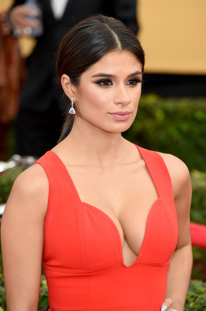Diane Guerrero S Retro Inspired Ponytail And Flicked Cat