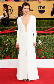 Wearing this white Thakoon gown at the SAG Awards, Maggie Gyllenhaal managed to look oh-so-sexy without showing much skin (just a hint of cleavage).