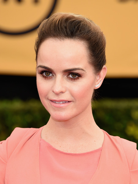 Taryn Manning wore her hair in a simple French twist during the SAG Awards.