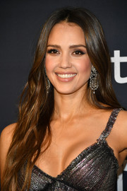 Jessica Alba sported a center-parted 'do with subtle waves at the Warner Bros. and InStyle Golden Globes after-party.