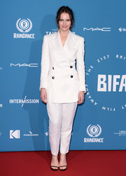 Felicity Jones went the menswear-chic route in a white pantsuit by RŪH at the 2018 British Independent Film Awards.