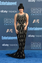 Ariel Winter put on a curvy display in a black Uel Camilo cutout gown with clustered beading at the Critics' Choice Awards.