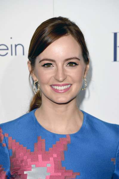 Ahna O'Reilly sported a casual yet cute ponytail when she attended the Elle Women in Hollywood Awards.