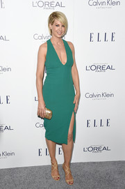 Jenna Elfman styled her frock with a chic metallic gold clutch.
