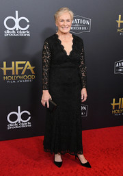 Glenn Close matched her dress with a black box clutch.