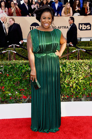 Uzo Aduba matched her dress with a green box clutch by Khirma.