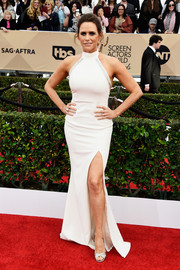 Amy Landecker cut a curvy silhouette in this white SAFiYAA halter gown during the SAG Awards.