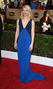 Claire Danes was minimalist-chic at the SAG Awards in a Stella McCartney fishtail gown in two shades of blue.