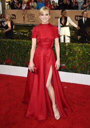 Anna Faris polished off her look with a red satin envelope clutch by Tyler Alexandra.