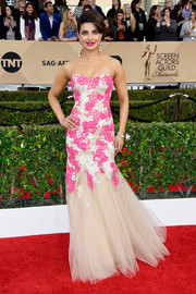 Priyanka Chopra was classic and sweet in a Monique Lhullier strapless lace dress, featuring a lace bodice and a tulle mermaid skirt, at the SAG Awards.