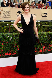 Kathryn Hahn put on a flirty display in a deep-V black Armani gown with a tiered, ruffled skirt at the SAG Awards.