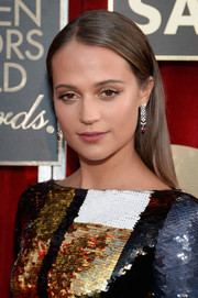 Alicia Vikander wore her hair down and straight with an off-center part during the SAG Awards.