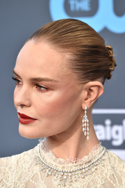 Kate Bosworth amped up the elegance with a pair of diamond chandelier earrings.