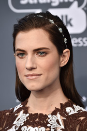 Allison Williams kept it fuss-free with this straight side-parted 'do at the 2018 Critics' Choice Awards.