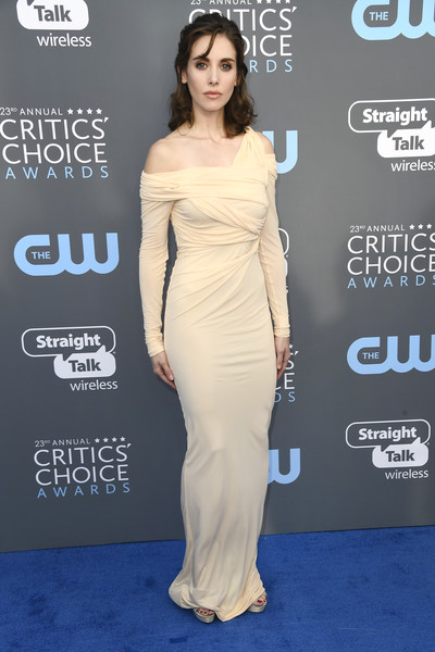 Alison Brie looked sultry in a flesh-toned off-one-shoulder gown by Roberto Cavalli at the 2018 Critics' Choice Awards.