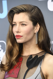 Jessica Biel stepped up the glam factor with a pair of dangling diamond earrings.