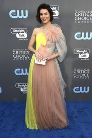 Mary Elizabeth Winstead went for a playful look with this neon-yellow, beige, and gray one-shoulder gown by Delpozo at the 2017 Critics' Choice Awards.