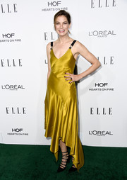 Michelle Monaghan opted for a flirty yellow Prabal Gurung frock, featuring an asymmetrical hem and black shoulder straps, for her Elle Women in Hollywood Awards look.