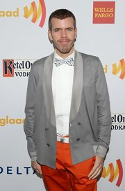 Perez Hilton made his gray cardigan much more interesting by wearing it with a bowtie and orange pants.