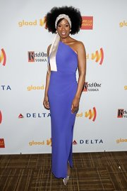 Kim Wayans showed off her figure in a one-shoulder blue dress with a thigh high-slit at the GLAADs.
