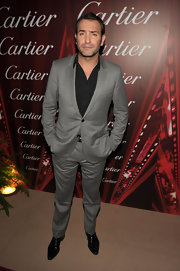 Jean Dujardin finished his look for the Palm Springs International Film Festival Awards with a black shirt left unbuttoned at the top for a casual but modern look.