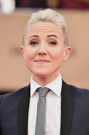 Hannah Hart styled her hair into a fauxhawk for the 2017 SAG Awards.