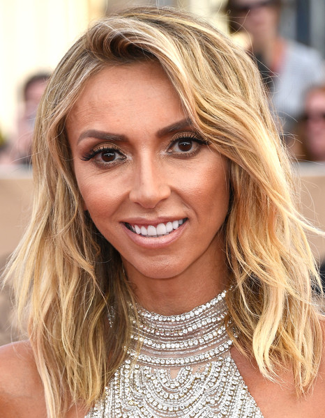 Giuliana Rancic wore her hair down to her shoulders in tousled waves during the SAG Awards.