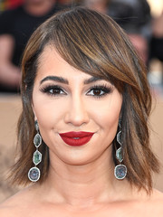 Jackie Cruz wore her short hair with side-swept bangs and just the slightest wave during the SAG Awards.