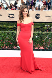 Liz Hernandez was classic and sweet in a figure-hugging red off-the-shoulder gown at the SAG Awards.