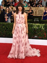 Rashida Jones brought a summery vibe to the SAG Awards red carpet with this printed pink halter gown by Vivienne Westwood Couture.
