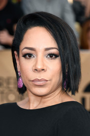 Selenis Leyva worked an edgy bob at the SAG Awards.