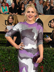 Busy Philipps arrived for the SAG Awards carrying a simple yet elegant purple hard-case clutch.
