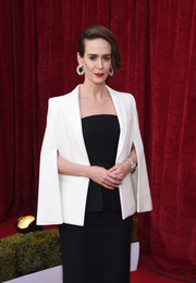 Sarah Paulson layered a white blazer cape over a strapless black gown, both by Vera Wang, for the SAG Awards.