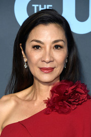 Michelle Yeoh wore her hair loose with a side part at the 2019 Critics' Choice Awards.