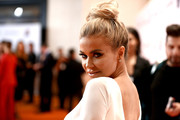 Carmen Electra wore her hair in a sophisticated top knot at the Race to Erase MS Gala.