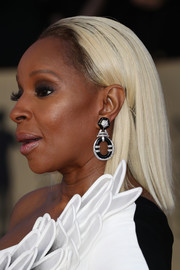 Mary J. Blige completed her look with a pair of black and silver hoop earrings by David Webb.