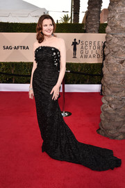 Geena Davis looked ageless in a strapless black brocade gown by Anel Verna at the 2018 SAG Awards.