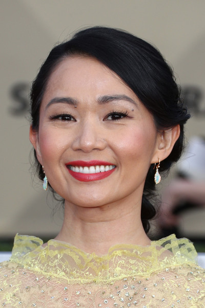 Hong Chau went for a sweet and romantic braid when she attended the 2018 SAG Awards.