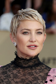 Kate Hudson looked oh-so-cute with her textured pixie at the 2018 SAG Awards.