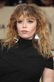 Natasha Lyonne rocked big hair at the 2018 SAG Awards.