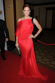 Amanda looked daring in a slinky bold red evening gown at the Genesis Awards.