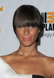 Leona Lewis loves to play with her style and beauty looks. The singer attended the Genesis Awards wearing glossy pink lipstick. A coral cheek completed her charming look.