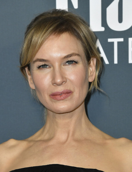 Renee Zellweger opted for a loose ponytail with side-swept bangs when she attended the 2020 Critics' Choice Awards.