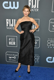 Renee Zellweger kept it minimal yet elegant in a strapless black dress by Dior Couture at the 2020 Critics' Choice Awards.