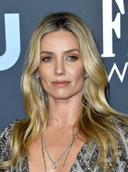 Annabelle Wallis sported elegant long waves at the 2020 Critics' Choice Awards.
