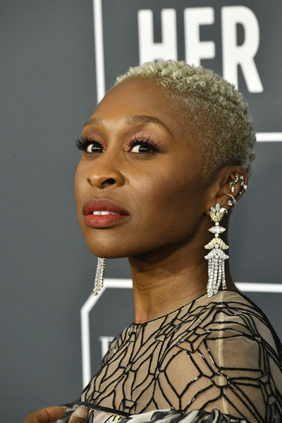 Cynthia Erivo wore her hair in close-cropped curls at the 2020 Critics' Choice Awards.