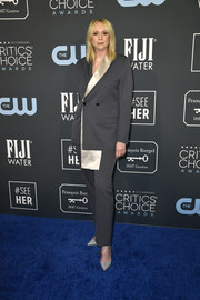 Gwendoline Christie finished off her outfit with a pair of gray suede pumps.