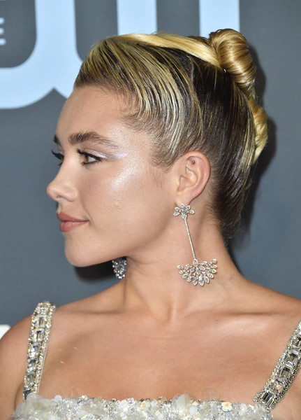 Florence Pugh looked cool with her slick French twist at the 2020 Critics' Choice Awards.