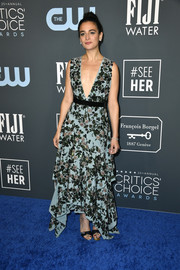 Jenny Slate finished off her look with a pair of black and silver sandals.